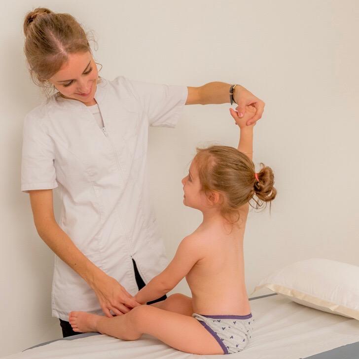 traitement de l'enfant avec scoliose par l'ostéopathe à paris