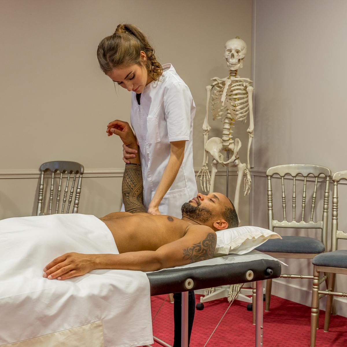 Prise en charge du salarié par l'ostéopathe en entreprise à Paris