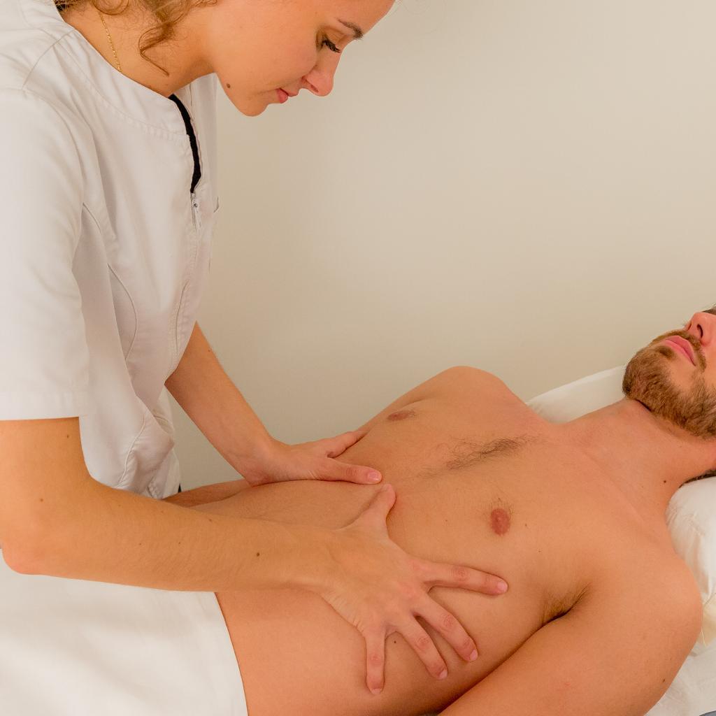 technique de l'ostéopathe à paris chez un patient atteint de maladie de Crohn